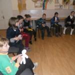 Діти працюють із фігуркою бінго