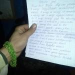 На руці - подарунок нашої Мар'яни, у руці - її лист підтримки
