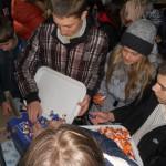 Учні 10,8,9 класів передають солдатам усі свої цукерки