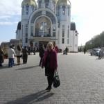 Я біля собору (фотографує мій чоловік)