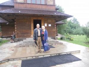 Наше останнє спільне фото (біля входу в монастир у Зарваниці)