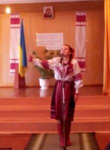 Соломійка декламує на конкурсі